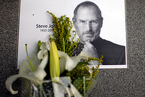 Steve Jobs is dead on Ten-Fiver!